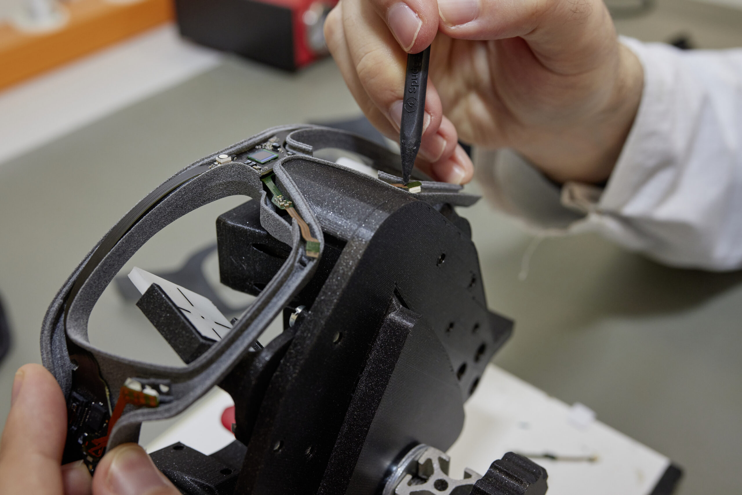 Micro assembling of the smart glasses